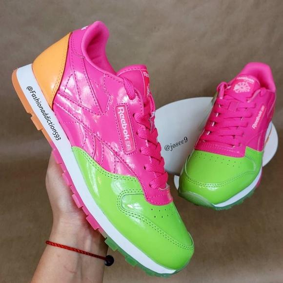 b63aa0623c4f6 Reebok Classic Leather Women s neon pink sneakers